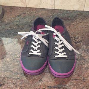 8 Teva Sneakers